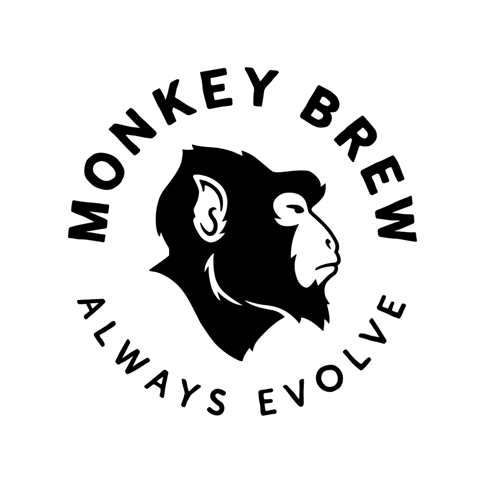 Monkey Brews logo, som er hodet til en ape i profil med teksten Monkey Brew Always Evolve rundt.