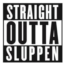 "Parental advisory sticker design med teksten ""Straight outta sluppen"""